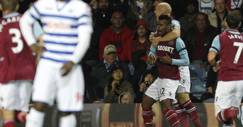 vaz te celebrates his goal for the hammers